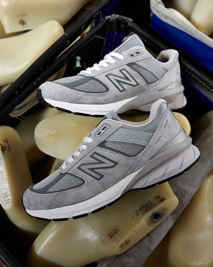 on sale 82002 f4d3c New Balance 990v5